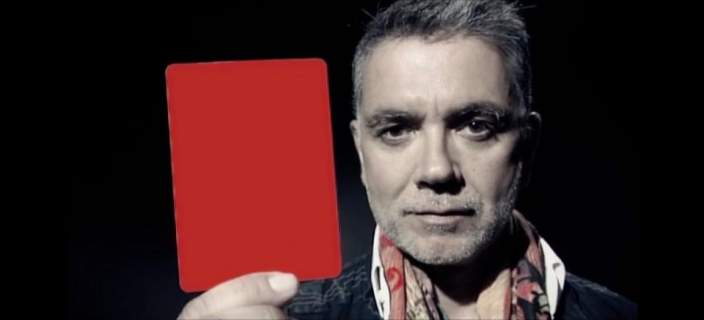 Spot: Saca tarjeta roja al maltratador