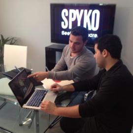 Apple y Google destacan la aplicación móvil Spyko